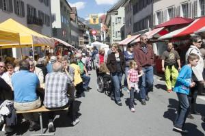 Impression aus einer Gasse  am Volksmusikfestival Altdorf